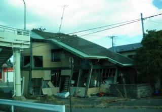 富岡倒れそうな民家